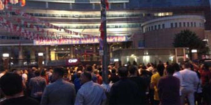 CHP'de isyan: Partililer Genel Merkez önünde toplanıyor
