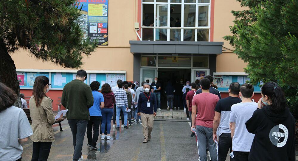 MSÜ sınavında fenalaşan öğrencinin Kovid-19 testi pozitif çıktı, salondaki tüm öğrenciler karantinaya alındı