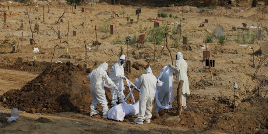 Hindistan'da Kovid-19 Nedeniyle 2003 Kişi Yaşamını Yitirdi