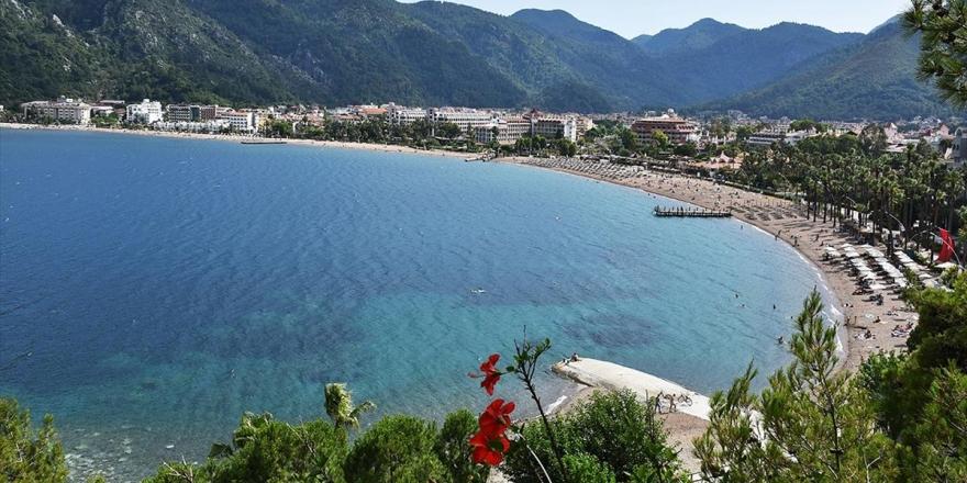 'Yeryüzü Cenneti' Mavi Bayraklı Plajlarıyla Konuklarını Bekliyor
