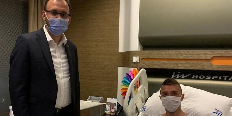 Gençlik Ve Spor Bakanı Kasapoğlu'ndan Muslera'ya Ziyaret