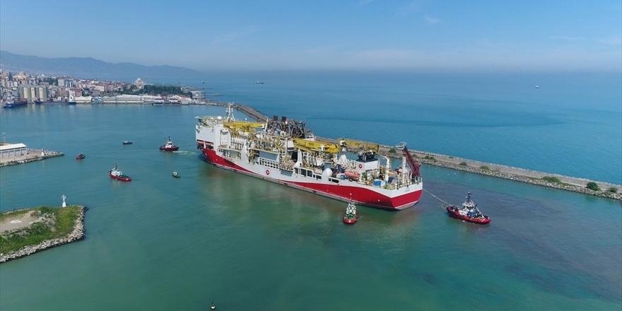 Fatih Sondaj Gemisi'nin Trabzon Limanı'na Demir Atması Havadan Görüntülendi