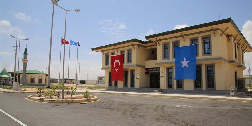Mogadişu'daki Türk Askeri Eğitim Üssü Önünde İntihar Saldırısında Bulunmak İsteyen Kişi Etkisiz Hale Getirildi