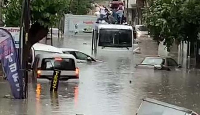Esenyurt'ta şiddetli yağış ve sel; bir kişi hayatını kaybetti!