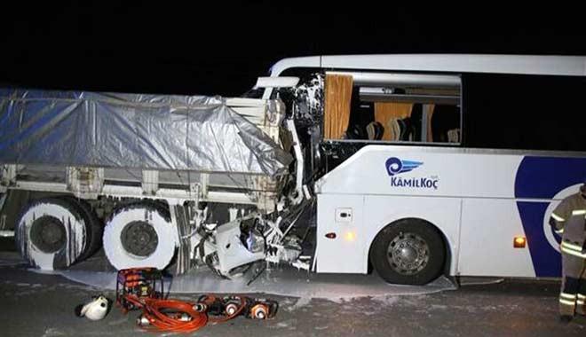 Uyuyan otobüs şoförü dehşet saçtı! Ölü ve yaralılar var