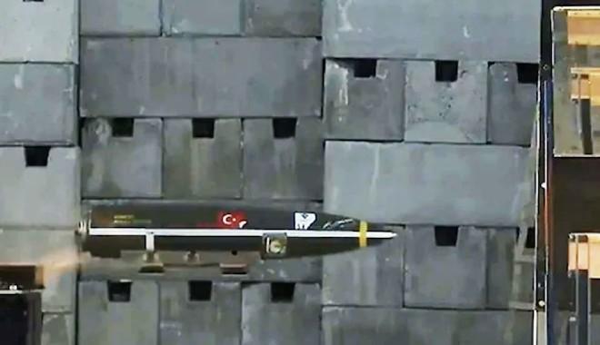 Varank: SARB-83 delici uçak bombası ilklere imza atarak testi geçti