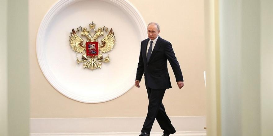 Putin'e Yeniden Başkanlık Yolunu Açacak Düzenleme İçin Halk Sandık Başında
