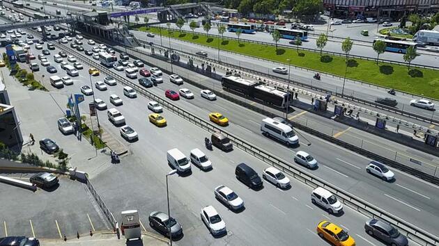 Sokağa çıkma kısıtlamasının ardından trafik yoğunluğu bir saatte yüzde 6'dan yüzde 47'ye çıktı