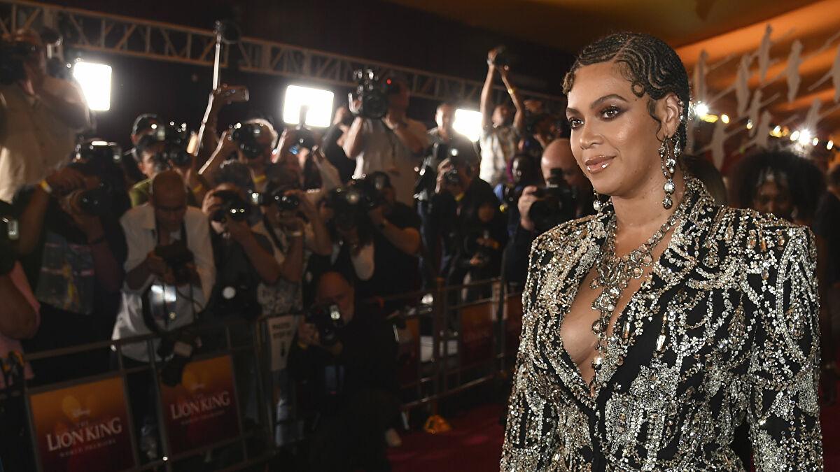 Ödülünü ırkçılık karşıtı protestolara adayan Beyoncé: Hayatımız buna bağlıymış gibi oy vermeliyiz