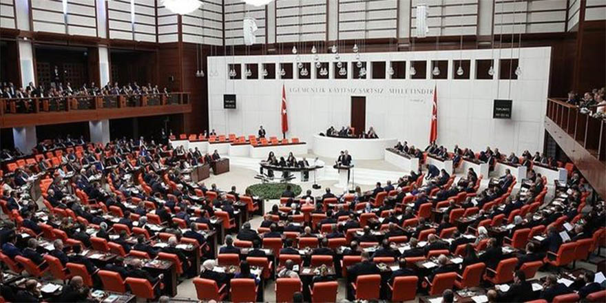 TBMM'de CHP ve MHP milletvekilleri arasında arbede