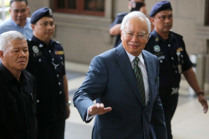 Malezya Premieri,Devlet Fonunu Yağmaladı,Yargı Karşısında