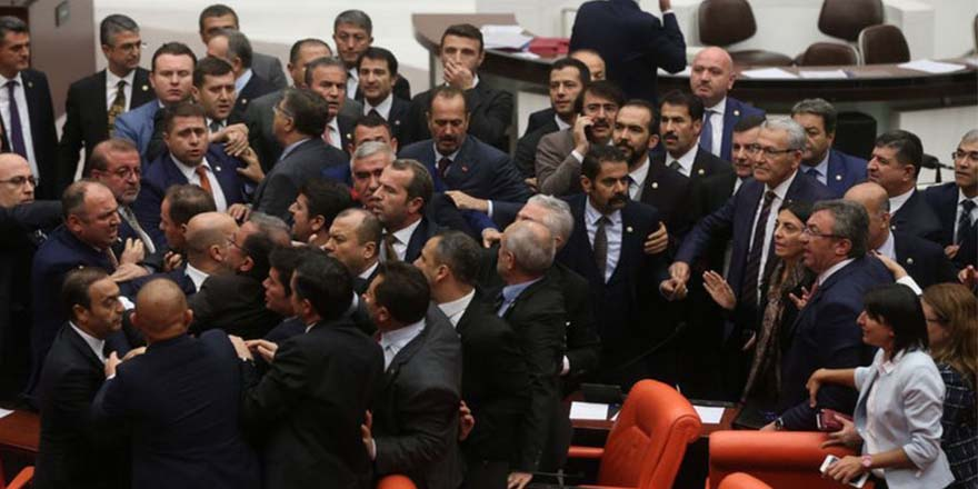 """CHP'den, kavga durumunda MHP'ye """"misliyle karşılık"""" kararı"""