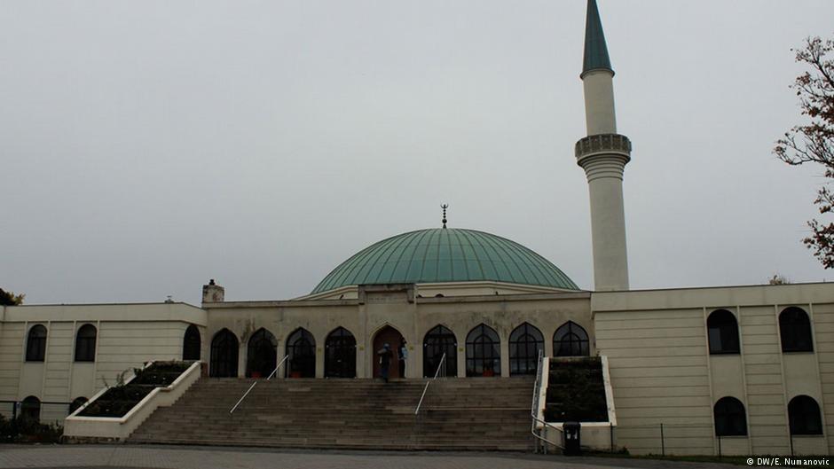 Avusturya Türkiye'nin finanse ettiği 7 camiyi kapatıyor