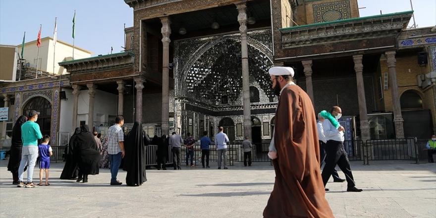 İran, Kovid-19'un İkinci Dalgasında Kısmı Kısıtlamaları Yeniden Hayata Geçirdi