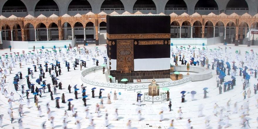 Kutsal Topraklardaki Müslümanlar Ziyaret Tavafını Yaptı