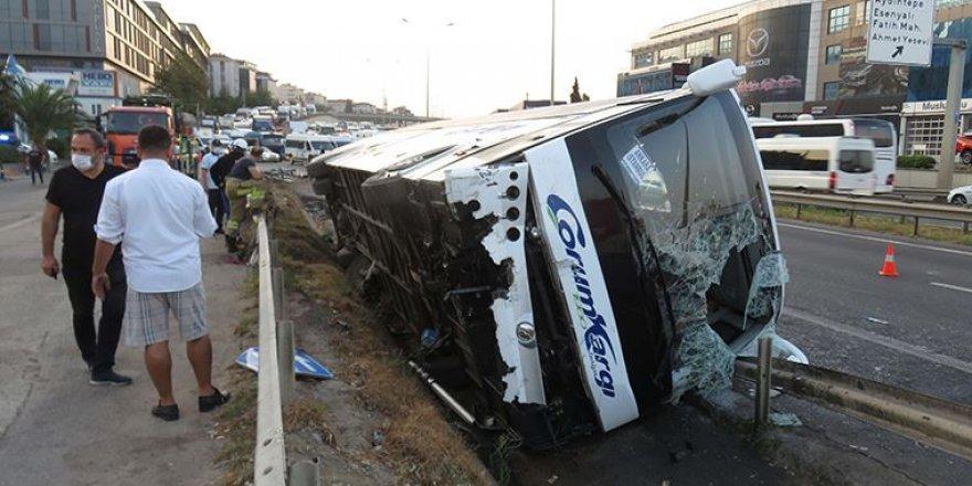 Yolcu Otobüsü Yan Yattı: Çok Sayıda Yaralı Var