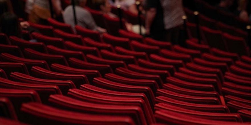 Tiyatro Gösterimleri İle Opera Ve Bale Temsilleri İl Hıfzıssıhha Kurullarının Kararları Dışına Alındı