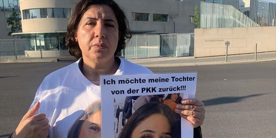 Almanya'da Terör Örgütü Pkk Tarafından Kızı Kaçırılan Anneden Başbakanlık Önünde Eylem