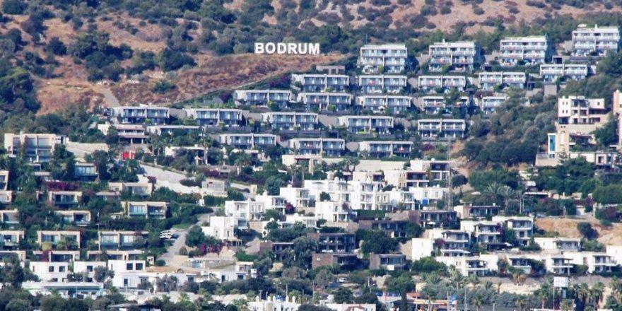Corona virüsten kaçan tatilciler Bodrum'u terk etmiyor