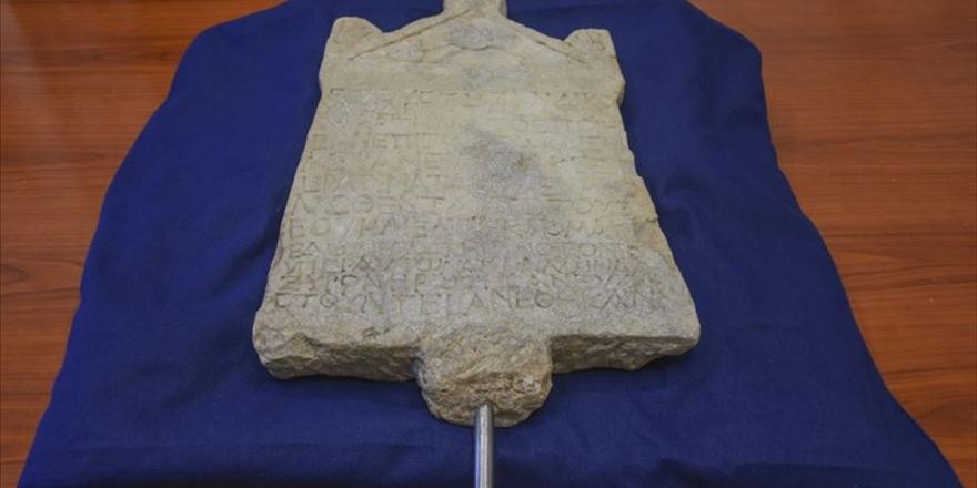 1800 Yıllık Yazıtın Türkiye'ye Getirilmesi Israrlı Çabanın Ürünü