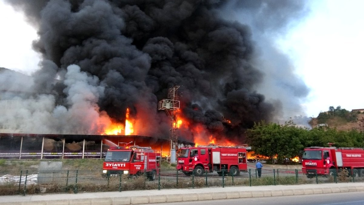 Tokat'ta AVM'de yangın!