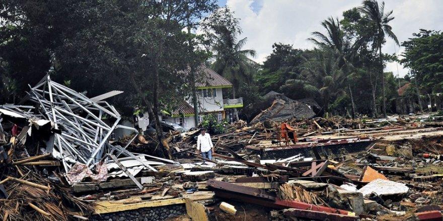 Endonezya'daki tsunami faciasında ölü sayısı 373'e yükseldi