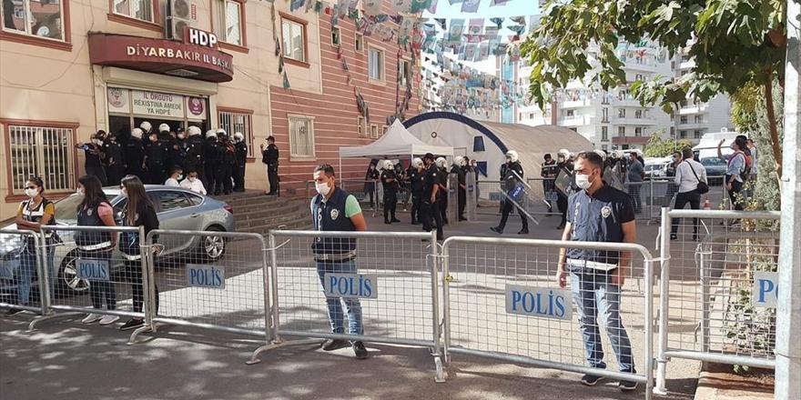 Diyarbakır'da Hdp İl Ve İlçe Binasında Arama