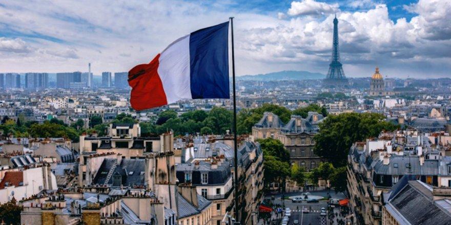 Onur Akbaş Fransa için İngilizce yazdı