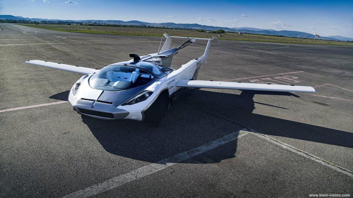Üç dakikada otomobilden uçağa dönüşen araç: AirCar
