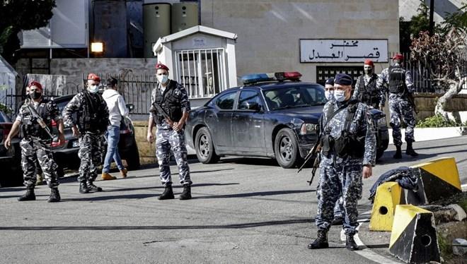Lübnan'da 69 mahkum firar etti: 5'ine araba çarptı