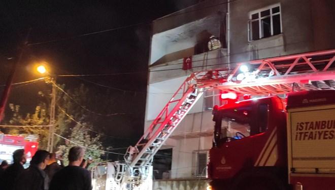 Yangında mahsur kalan 7 kişiyi itfaiye kurtardı