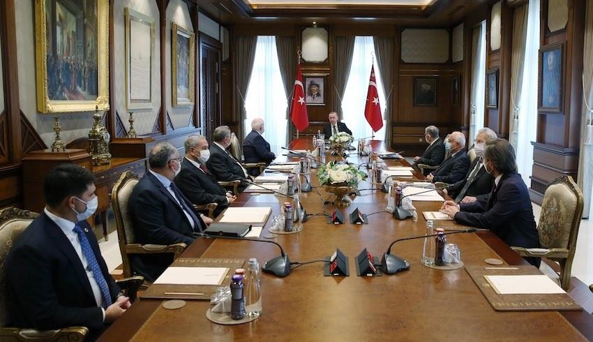 Çelik: Arınç, 'İstifa mektubumu Erdoğan'la konuştuktan sonra verebilirim' dedi