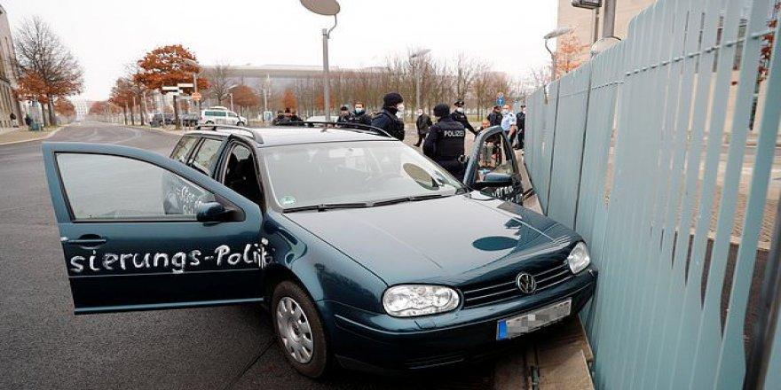 Başbakanlık Binasına Şüpheli Araç Çarptı