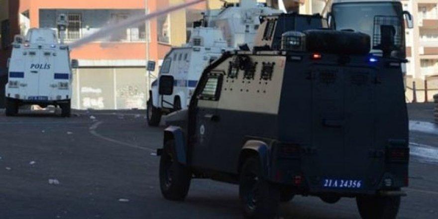 Diyarbakır'da ilçe emniyetine bombalı saldırı