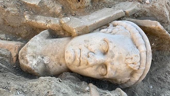 2 bin yıllık rahip başı heykeli bulundu