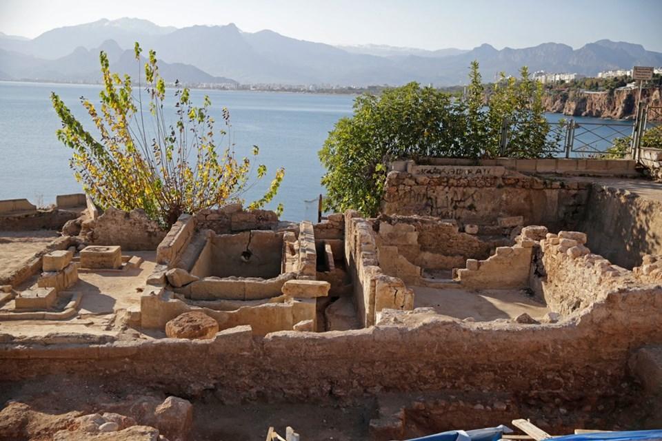 Hıdırlık Kulesi'nde buz fabrikası kalıntıları ortaya çıkarıldı