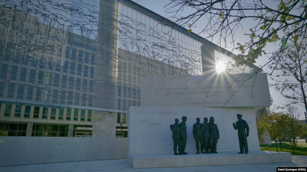Washington'daki Eisenhower Anıtı Ziyaretçileri Ağırlıyor