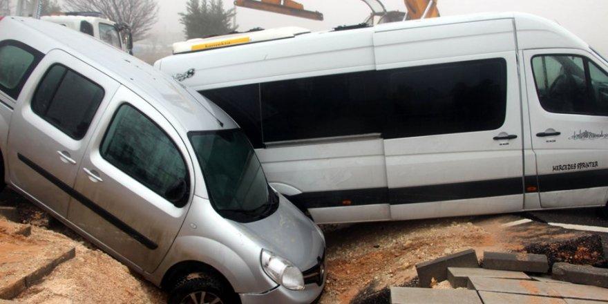 Gaziantep'te yol çöktü: 13 kişi yaralandı