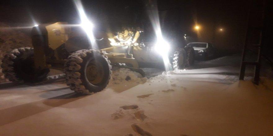Burası Ağrı değil, Aydın: Kar yağışı yolları kapattı!