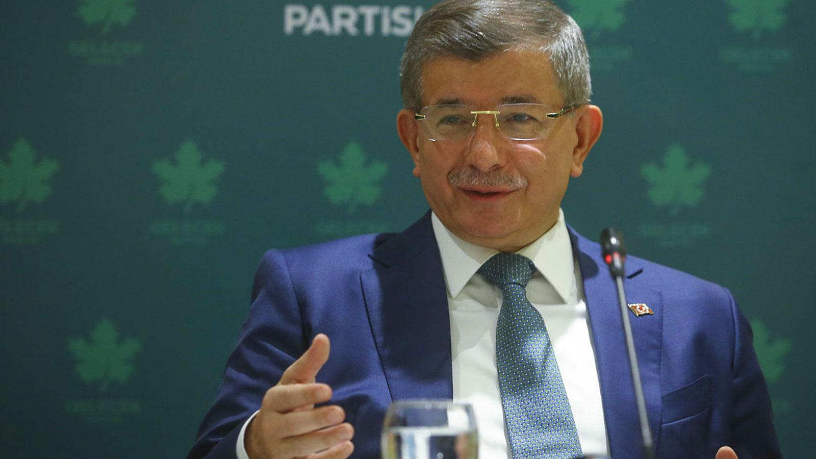 """Davutoğlu: """"2002'nin Ak Partisi bugün olsa Bahçeli kapatalım  der"""""""