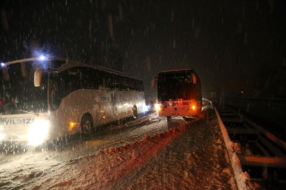 Sivas-Tokat karayolu yoğun kar yağışı dolayısıyla trafiğe kapandı