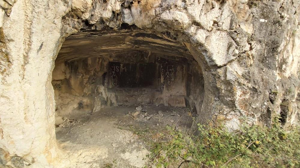 Roma dönemine ait oda mezar definecilerin hedefi oldu
