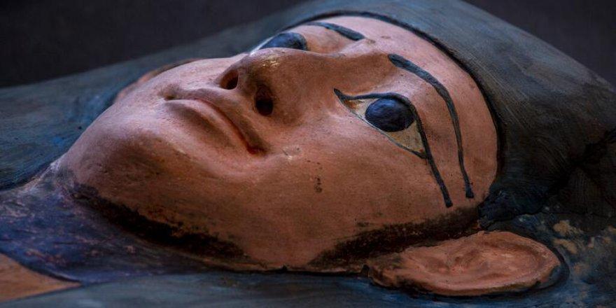 Mısır'da 2 bin 500 yıllık 'tarihi hazine': 50'den fazla lahit bulundu