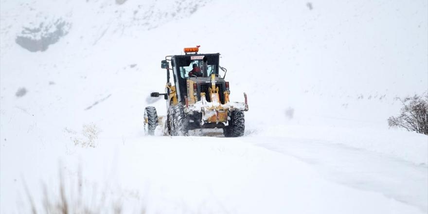 Doğu Anadolu Kırsalında Karla Mücadele Ekipleri Yoğun Mesai Yapıyor