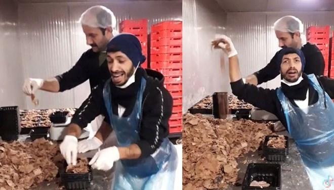 Hazır döner paketleyen iki çalışanın paylaştığı video, tepki çekti