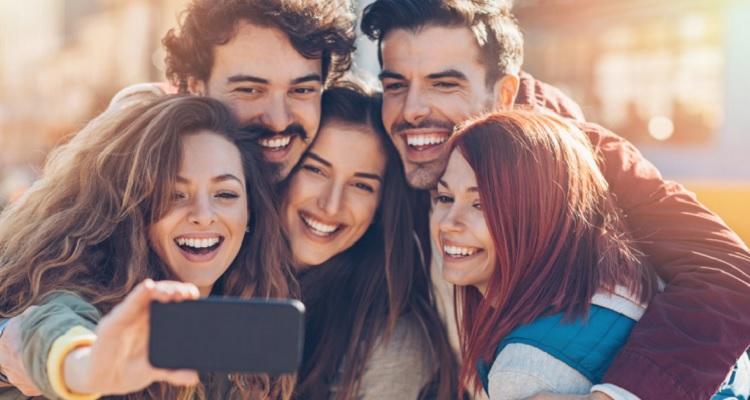 Gençler birbirinden ruh hali kapıyor; negatif olanlar daha bulaşıcı