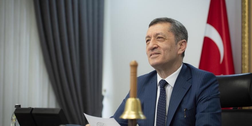 Milli Eğitim Bakanı Selçuk, Yarıyıl Tatili Zilini Çaldı: 15 Şubat'tan İtibaren Sizleri Okullarımızda Görmek İstiyoruz