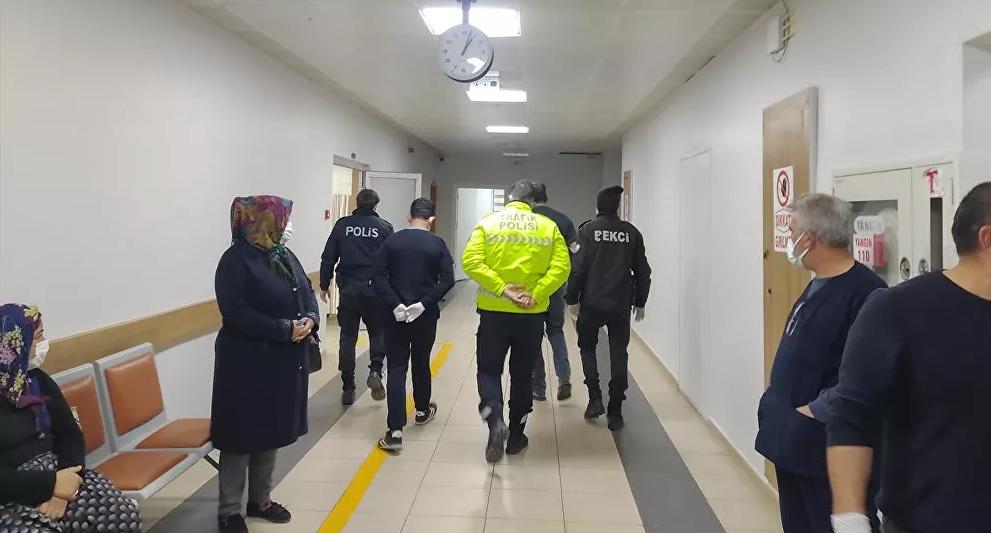 Eşinin darp ettiği kadın bir binaya sığınarak kurtuldu: Mahalleli adamı linç etti