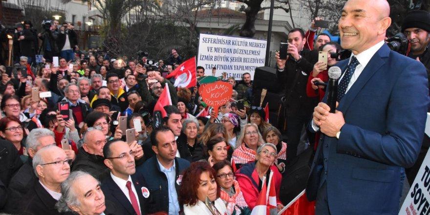 CHP'nin İzmir Büyükşehir adayı Tunç Soyer'i ekmek ile karşıladılar