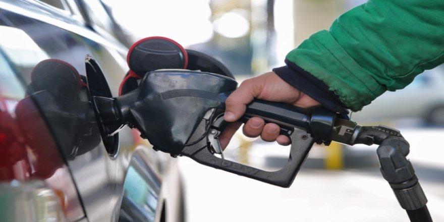 Benzine 17 kuruş indirim, motorinle eşitlenecek